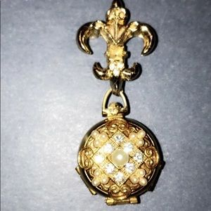 VINTAGE BROOCH OPENS UP- TO 4 LOCKETS CORO STAMP